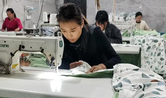 工厂现女工荒,女工都去哪赚钱了?