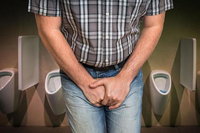 喝了水马上就想尿尿,是肾脏有问题吗?3个原因希望你早知道