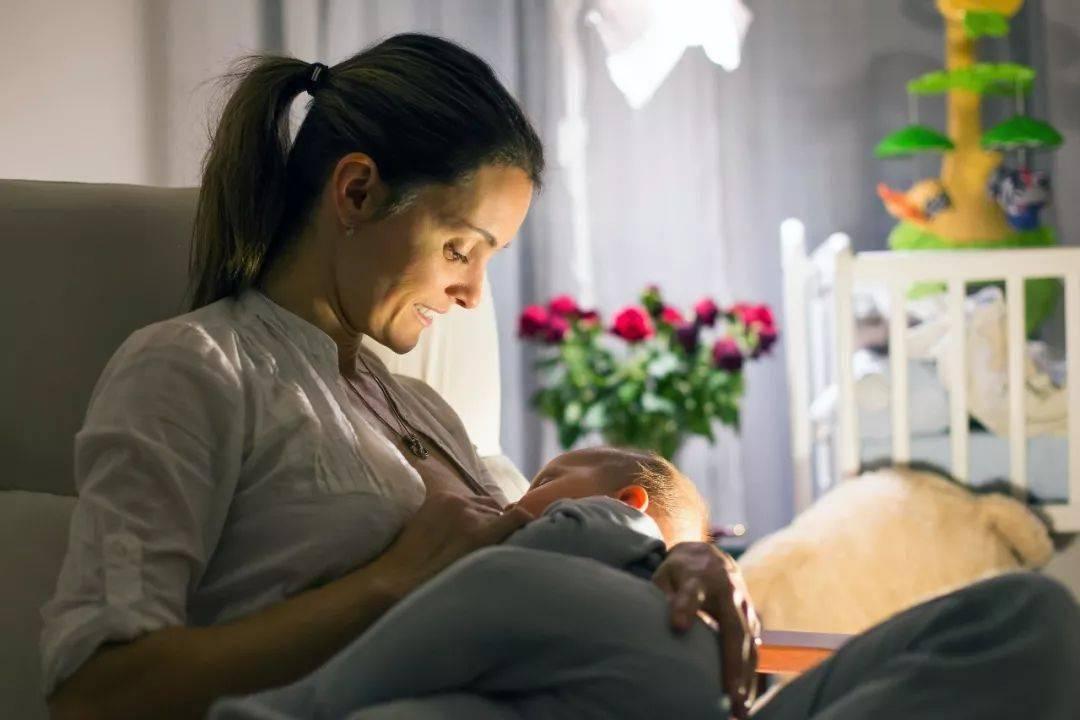 宝宝什么时候戒夜奶?最好不要超过这个月,影响发育还不长个-今日新鲜事