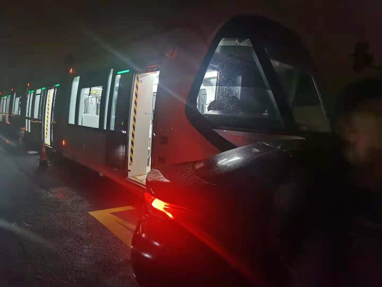 嘉兴有轨电车的决心很大,不如学学上海,建造没有轨道的有轨电车