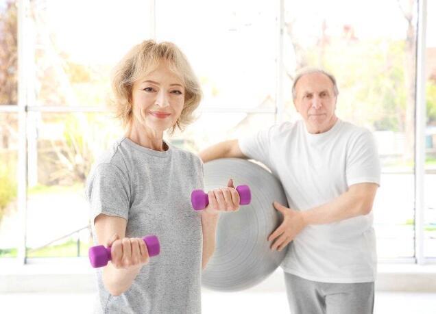 老年人患有高血压,做这3个运动易伤心脏!这2种运动才适合-今日新鲜事