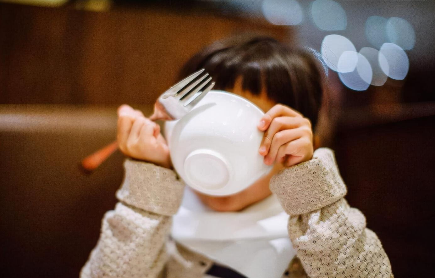"""莲藕别只知道""""凉拌"""",和它来搭配,吃着比肉还香,孩子很喜欢"""