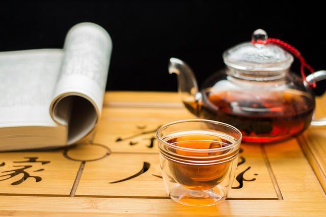 经常喝茶与喝白开水的人相比,有什么区别呢?对身体有哪些好处呢-今日新鲜事