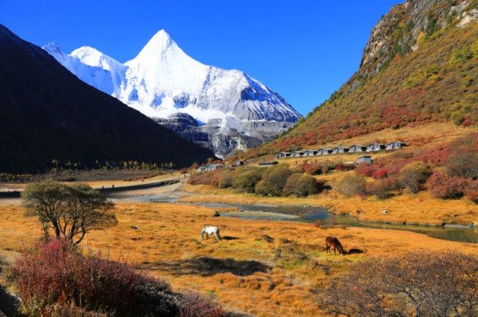 十月去哪儿旅行?四川最美的十二座雪山,纯净得不染一丝的尘埃