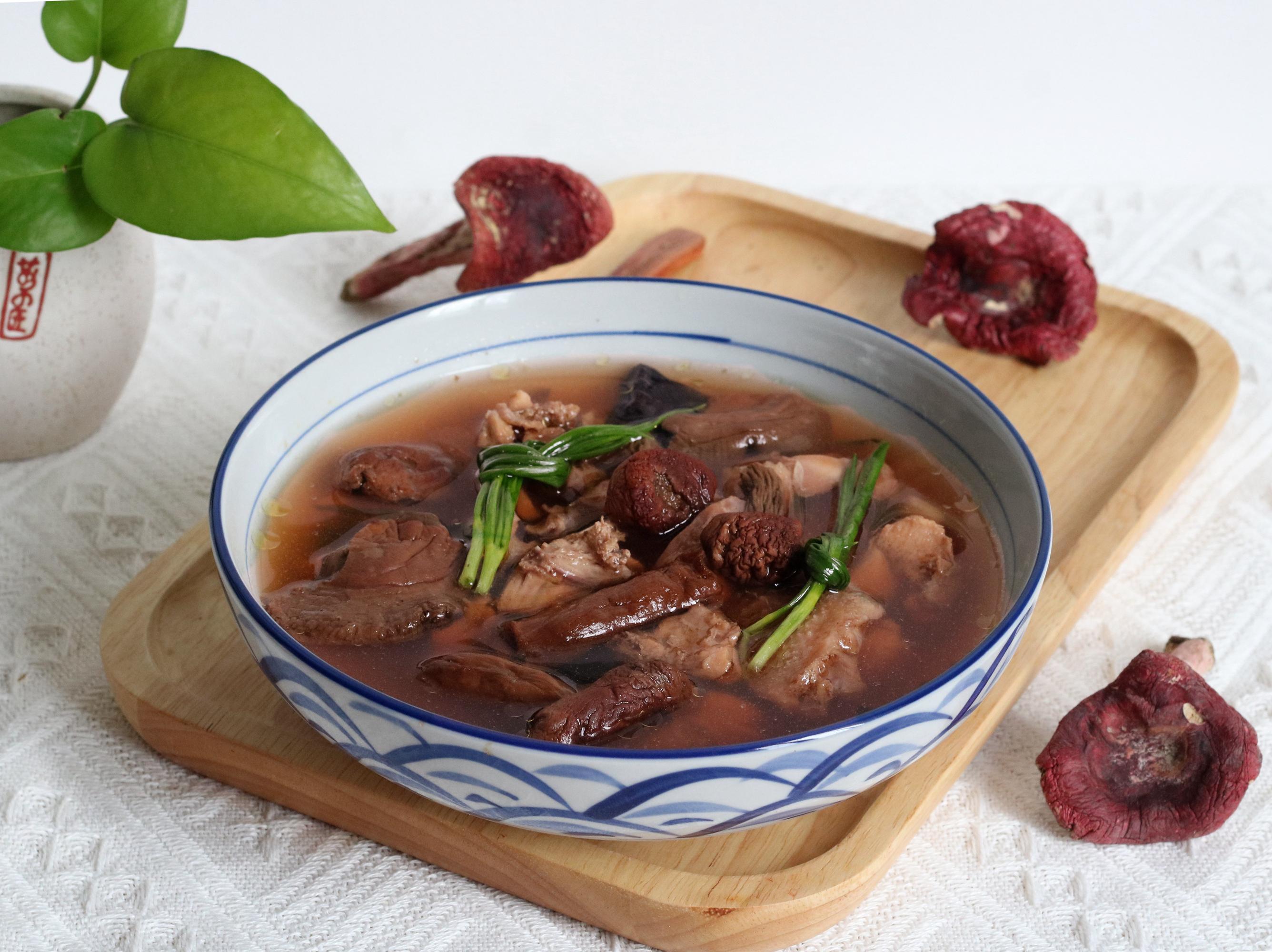 秋冬干燥喝汤最养人,这食材煲汤比排骨汤更营养,体质不好要多喝