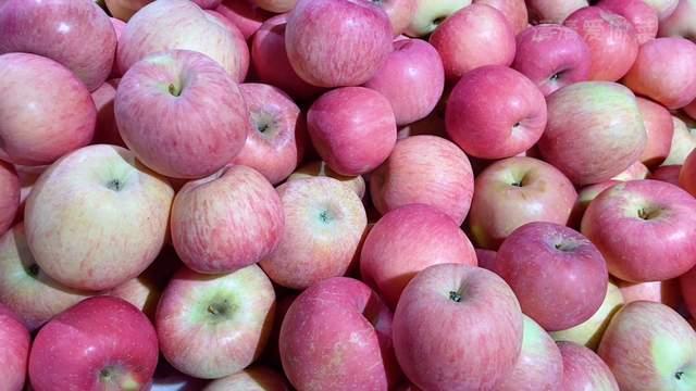 """10月份苹果便宜,一定要买""""母的"""",学会这一招,苹果个个甜又脆"""