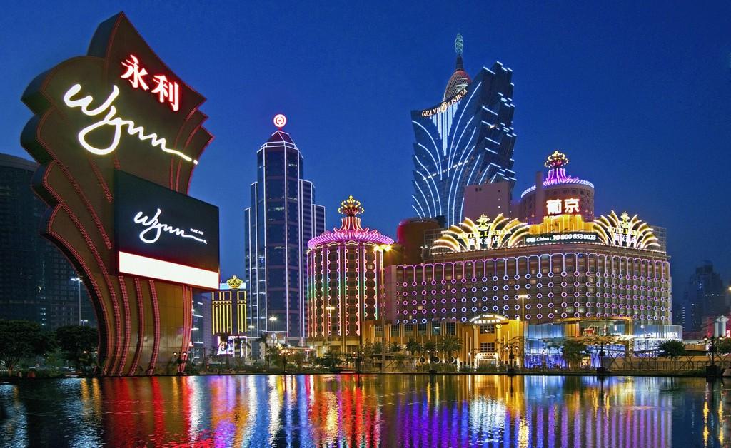 当年霍英东建议分拆赌牌,何鸿燊因此走下坡路,导致错失世界首富