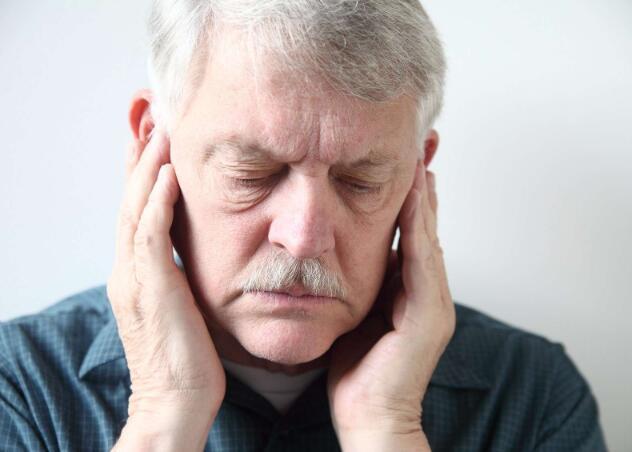 老年痴呆发生的时,身上会出现这7个症状,家里有老人的需留意-今日新鲜事