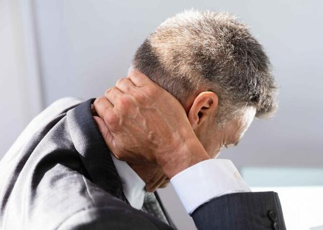 颈椎不好,试试这5种刮痧方法,有效缓解颈椎不适