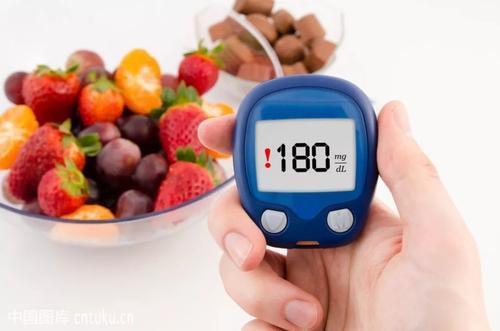 吃柚子可以降血糖吗?想要稳定血糖,2种水果或可多吃,望你清楚-今日新鲜事