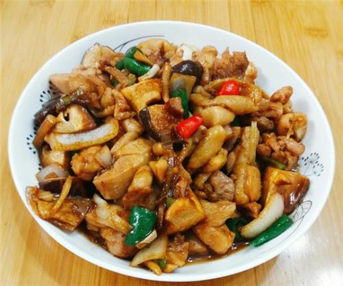 此食材肉质细嫩多汁,加上香菇更滑嫩解腻,一次能干掉2大碗米饭