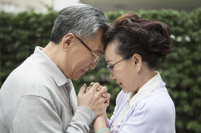 老年夫妻当中,为什么大多都是男性先离世?与4个因素离不开关系-今日新鲜事