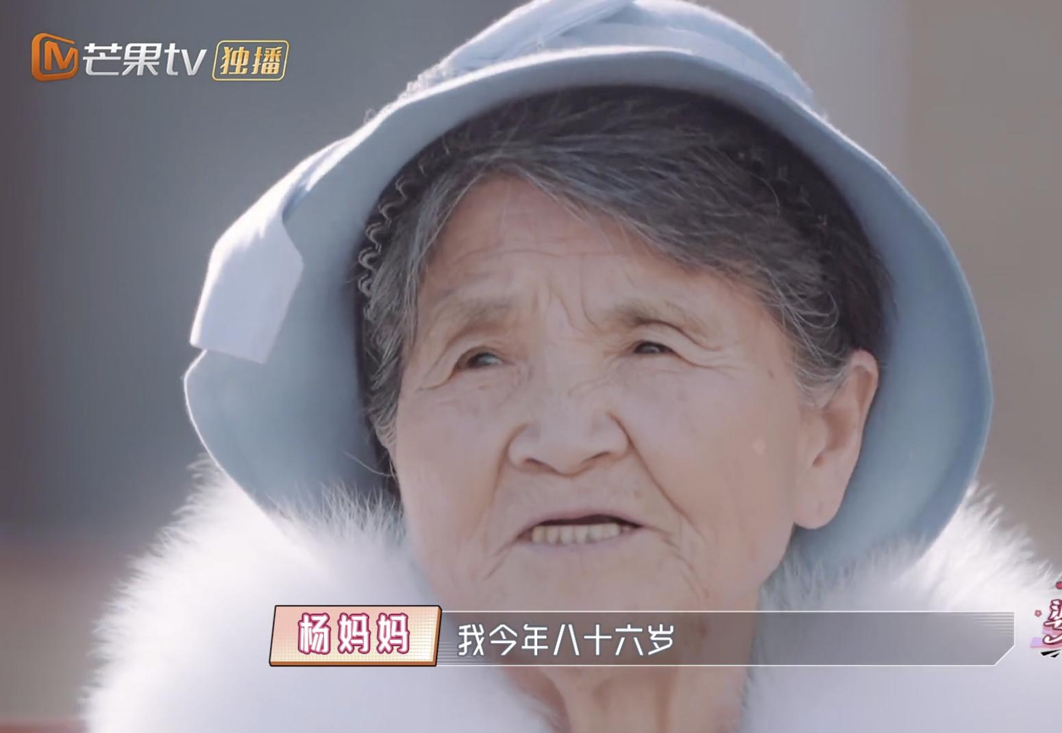 杨子为87岁母亲庆生,晒祖孙三代合影,老人气质优雅精神矍铄